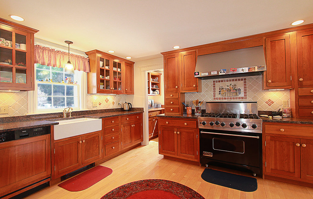 66 Highland Street - Antique Home For Sale In Precinct 1