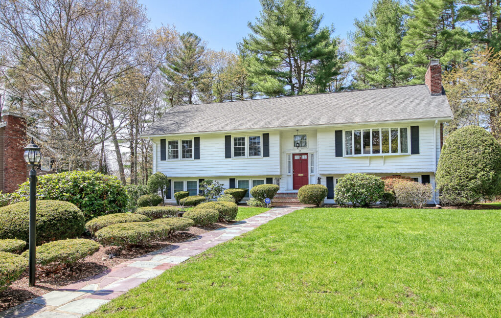Front Exterior Photograph of 33 Magaletta Drive, Westwood MA