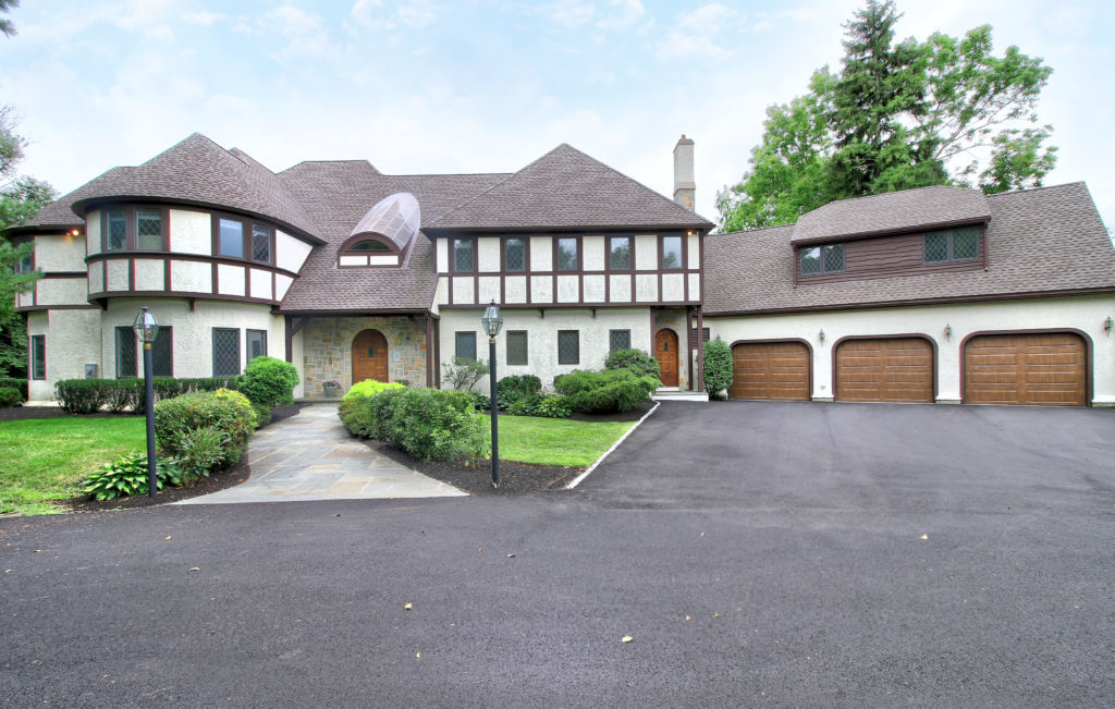 Front Exterior Photograph of 36 Manor Lane in Westwood MA