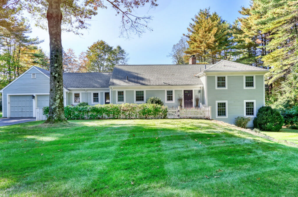 Front exterior image of 31 saddle ridge in Dover ma